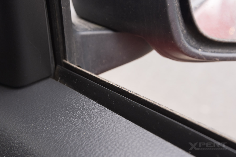 Uszczelka w drzwiach auta.