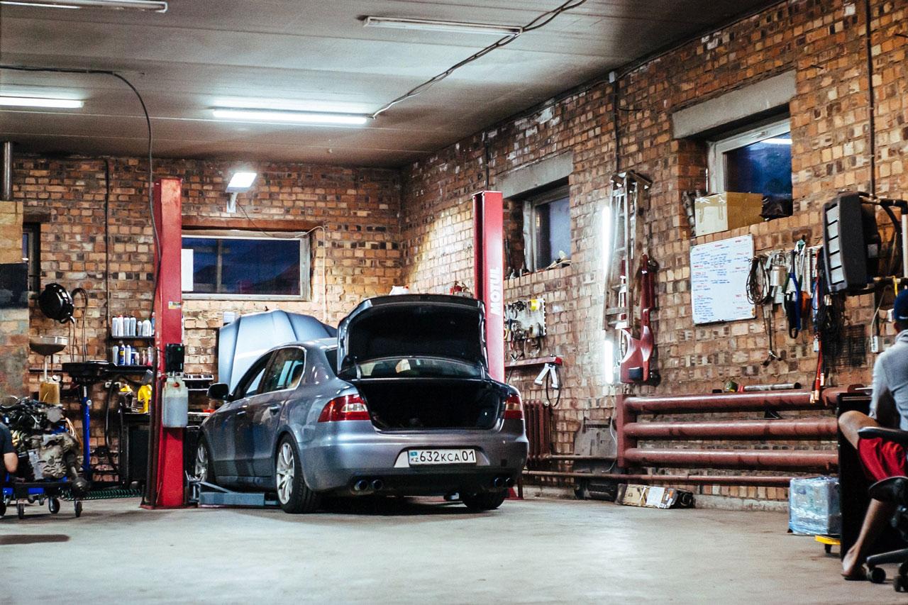 Garaż samochodowy.
